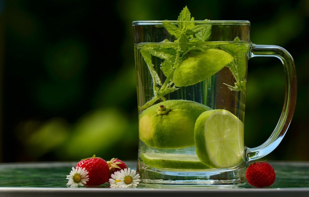 Drinking water: essential habits for your health