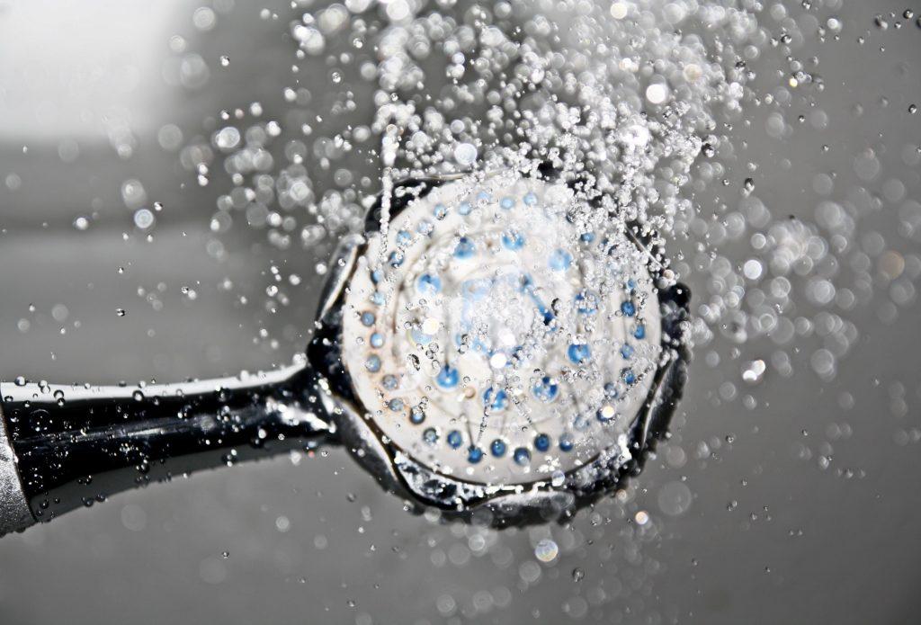 Mitos y datos sobre el agua de ducha