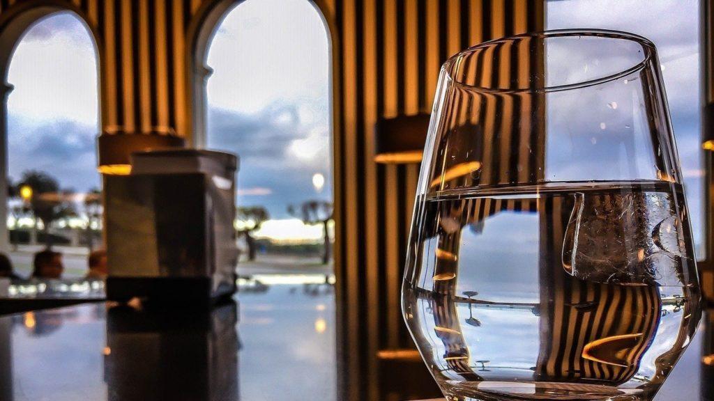 Una Barcelona donde bares y restaurantes ofrezcan agua del grifo gratuita