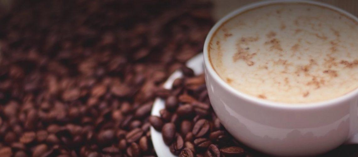 cafe y agua filtrada