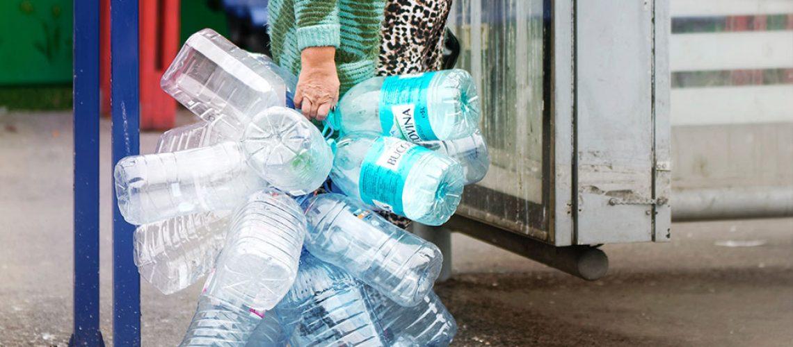 evitar el agua embotellada