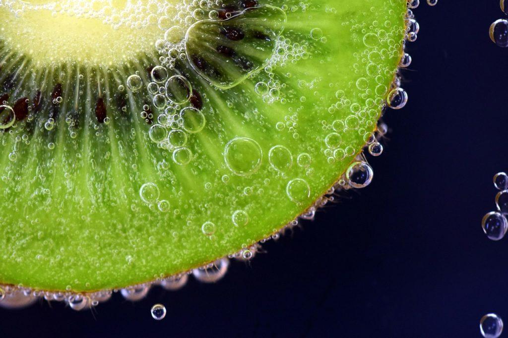 Acqua e Kiwi fresco: una naturale ricetta per calmare la sete