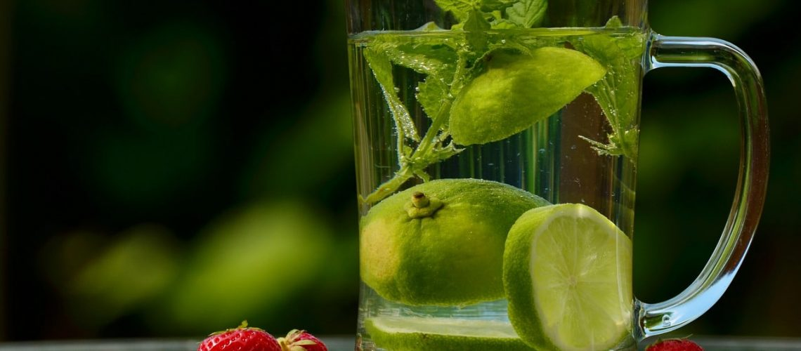 Bere acqua: abitudine essenziale per la tua salute